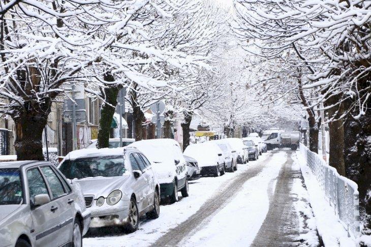 Дъжд, сняг, леден вятър и студ сковават в България в сряда, ето къде
