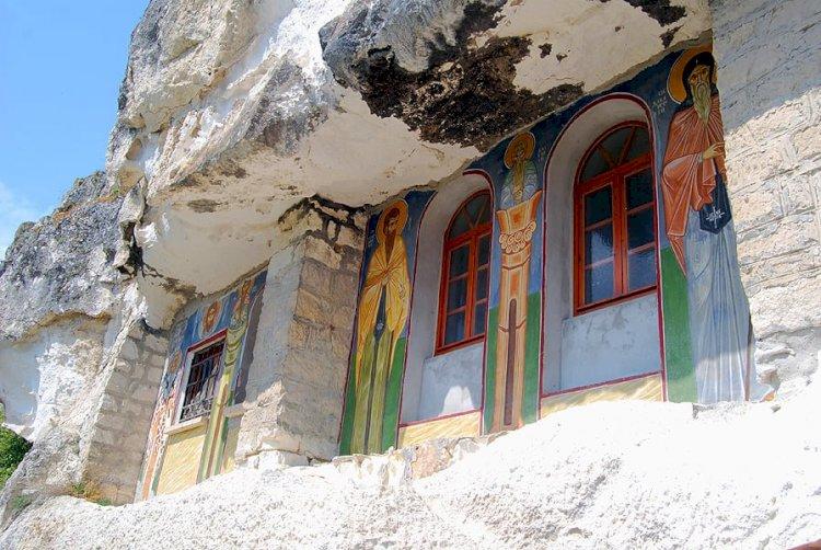 Басарбовският скален манастир – красота и лековита вода