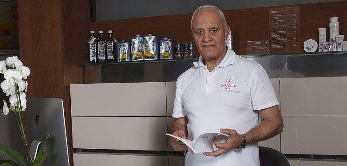 Лечителят Иван Гарабитов: Забравяме за болести, ако не пием вода по време на хранене