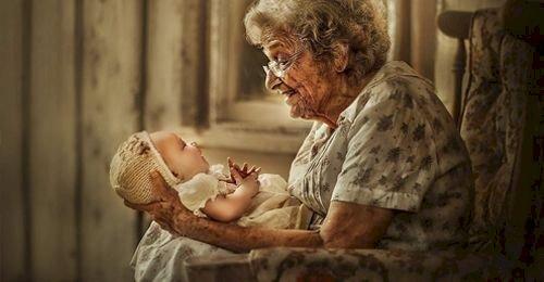 9 неща, които осъзнаваме твърде късно за вечната и висшата любов между баба и внуци!
