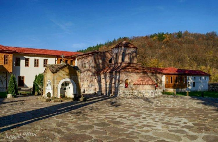 Чудотворна икона на Света Богородица в Лопушанския манастир лекува 340 болести!