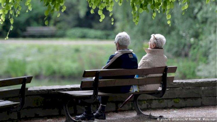 Министър Сачева със страхотна финансова новина за новите пенсионери и парите за старост