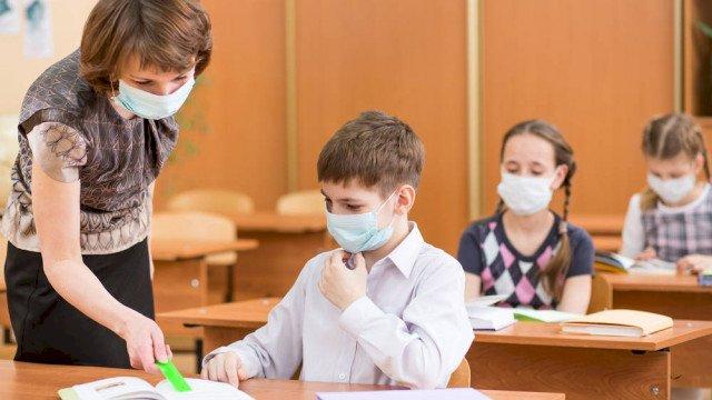 Учители разтревожени, искат тестове и за учениците