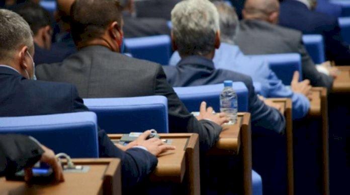Наглост без граници: Депутатите с 10% увеличение на заплатите – ето колко ще получават!