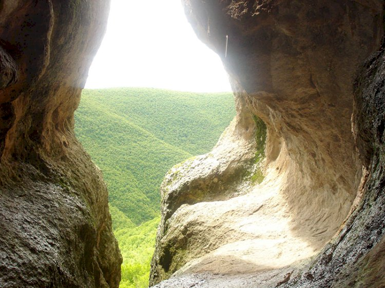 Уникално тракийско светилище – пещерата Утробата (Снимки и ВИДЕО)