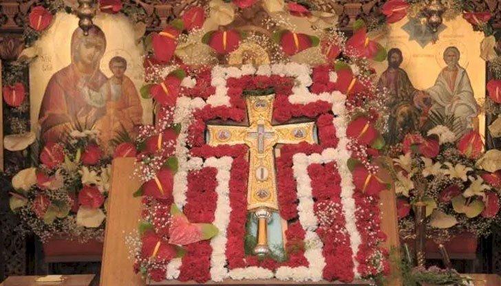 Днес е Неделя Кръстопоклонна