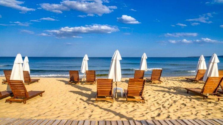 Безплатни чадъри и шезлонги по морето в следващите 3 години – възможно ли е?